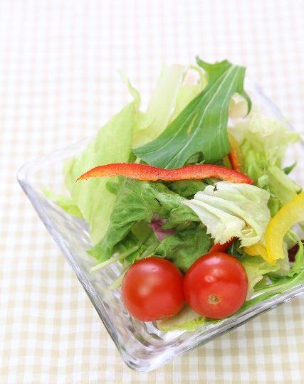 美肌に気をつける看護師が摂る野菜サラダ